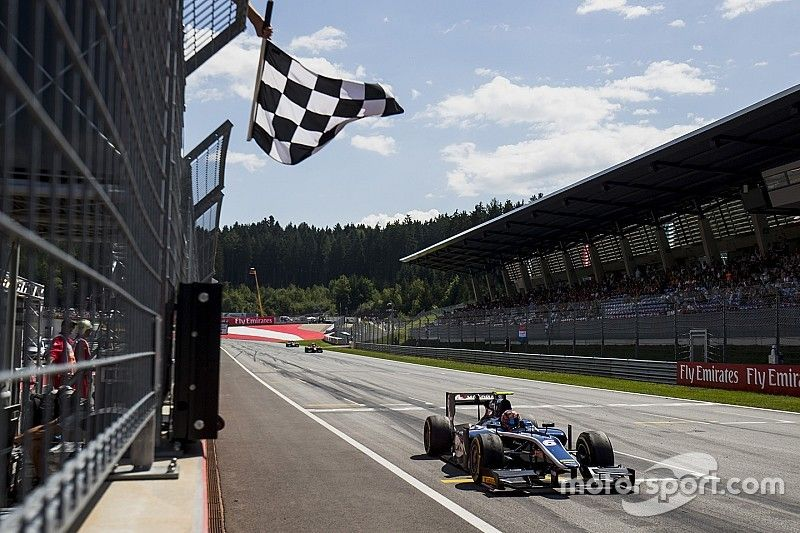 Markelov vence e líder Leclerc abandona após rodada