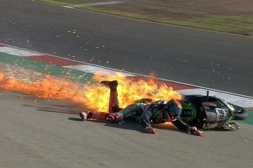 Tom Sykes, baja en Portimao tras un espectacular accidente