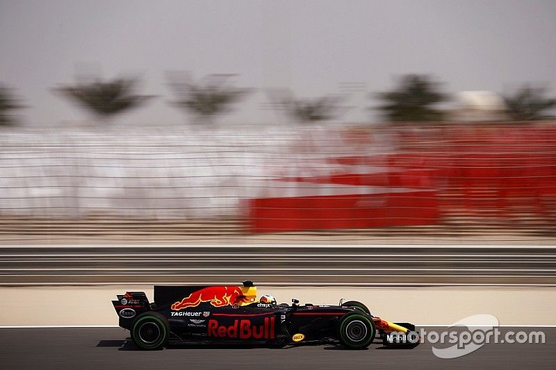 Ricciardo bate a Hamilton en la primera mañana de test en Bahrein