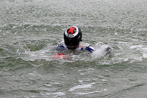 El día que Lorenzo celebró ganar en Jerez con un chapuzón en el lago