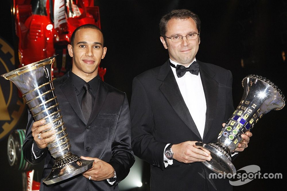 """Domenicali """"muhteşem"""" Hamilton'un F1'de kalmasını umuyor"""