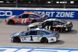 Jamie McMurray, Chip Ganassi Racing Chevrolet, Kurt Busch, Stewart-Haas Racing Ford, Denny Hamlin, J