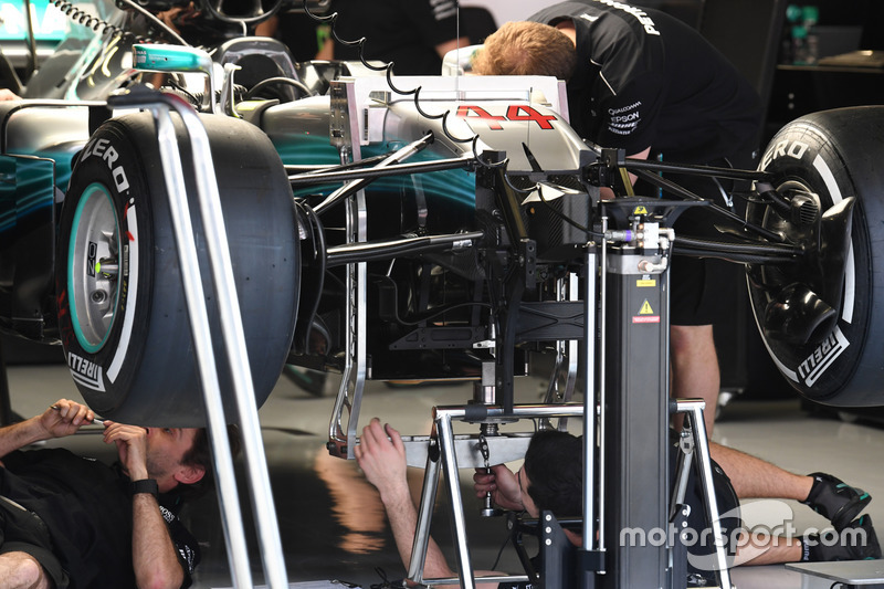 Mercedes-Benz F1 W08  front suspension detail