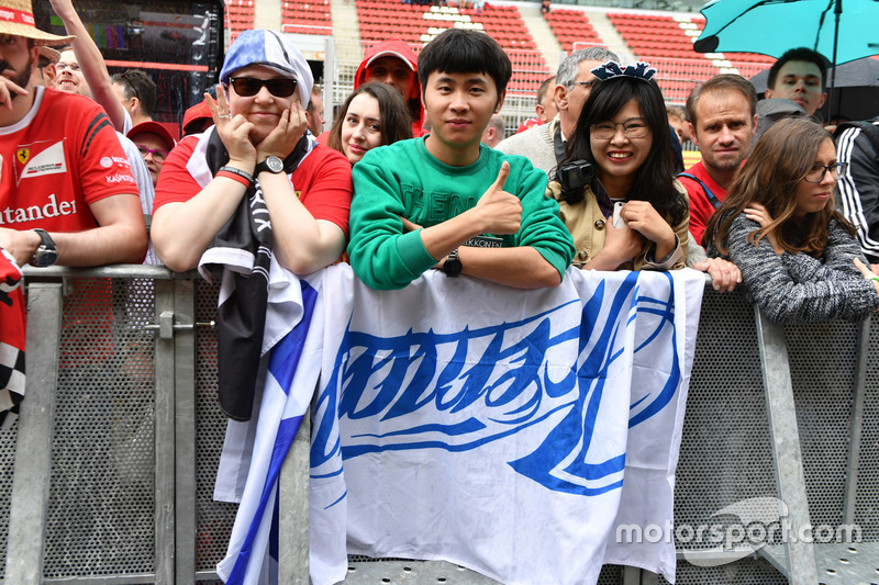 Fans and banner