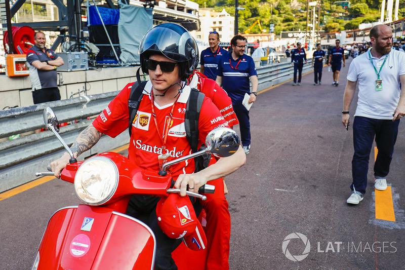 Kimi Raikkonen, Ferrari en una moto