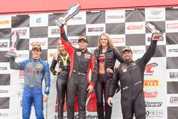 Podio GTS: al primo posto Jade Buford, Racers Edge Motorsports, al secondo posto Lawson Aschenbach,