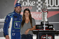 1. Ricky Stenhouse Jr., Roush Fenway Racing Ford, mit Freundin Danica Patrick