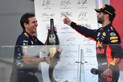 Daniel Ricciardo, Red Bull Racing and Pierre Wache, Red Bull Racing Chief Engineer Performance Engin