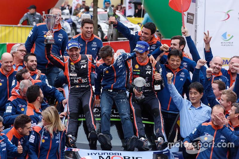 I vincitori Thierry Neuville, Nicolas Gilsoul, Hyundai Motorsport