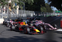 Max Verstappen, Red Bull Racing RB13, Sergio Perez, Sahara Force India VJM10