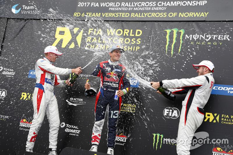 Podio: Ganador de la carrera Cyril Raymond, segundo lugar Tanner Whitten, tercer lugar Dan Rooke