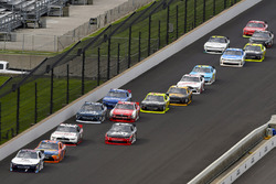 Уильям Байрон, JR Motorsports Chevrolet и Эрик Джонс, Joe Gibbs Racing Toyota