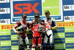 Podio: ganador de la carrera Noriyuki Haga, Yamaha; segundo lugar Troy Bayliss, Ducati; tercer luga