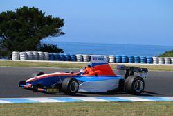 Todd Hazelwood test de Formula Thunder 5000