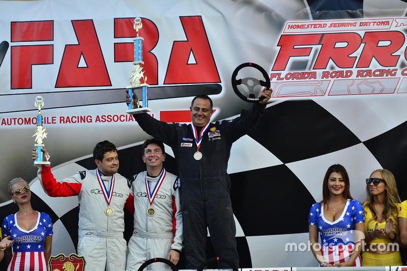 #33 MP4A Honda Civic driven by Felipe Jaramillo of Honda 33 Racing, #30 MP4A Honda Civic driven by Cristian Morzan & Hernan Tortul of CVM Auto Racing Team