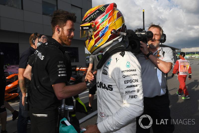 Pole: Lewis Hamilton, Mercedes AMG F1, parc ferme