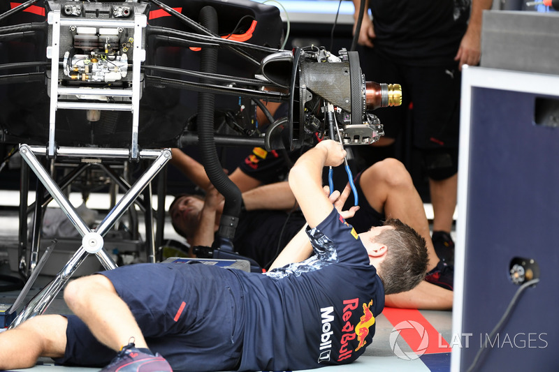 Red Bull Racing mechanic works on the RB13's front wheel hub