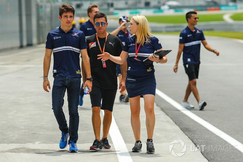 Гонщик Sauber Шарль Леклер и гоночный стратег команды Рут Баскомб