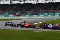 Старт гонки: Себастьян Феттель, Ferrari SF70H