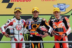 Podio: il secondo classificato Yuki Takahashi, il vincitore della gara Marc Marquez, il terzo classi