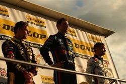 Third place Tom Chilton, Power Maxed Racing Vauxhall Astra, race winner Andrew Jordan, BMW Pirtek Ra