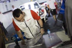 Handtekeningensessie: Norbert Michelisz, Honda Racing Team JAS, Honda Civic WTCC