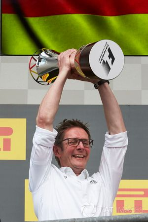 Podium: Andrew Shovlin, Chief Race Engineer, Mercedes AMG F1, collects the Constructors trophy