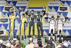 Podio GTD: al primo posto Corey Lewis, Jeroen Mul, Change Racing, al secondo posto Jens Klingmann, J