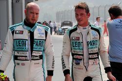 Гонщики Leopard Racing Team WRT Роб Хафф и Жан-Карл Вернэ