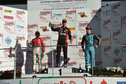 Podio Rookie gara 3: Leonardo Lorandi, Bhaithech, il secondo classificato Enzo Fittipald, Prema Power Team, il terzo classificato Giorgio Carrara, Jenzer Motorsport
