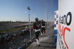 Festeggiamenti sul podio di Gara 1
