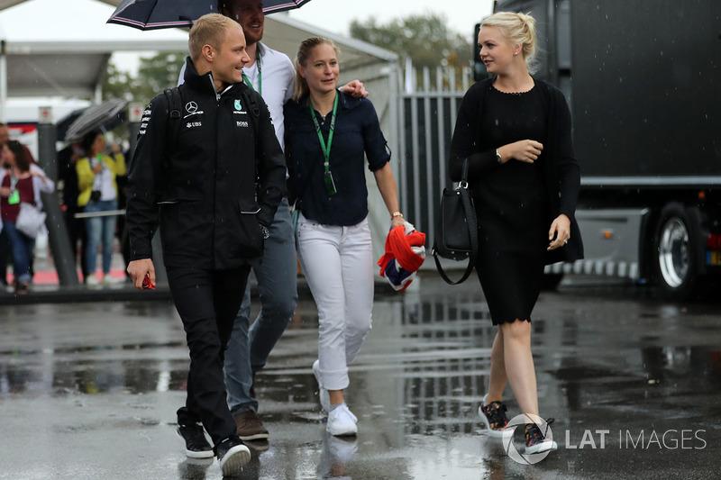 Valtteri Bottas, Mercedes AMG F1, his wife Emilia Pikkarainen
