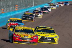 Joey Logano, Team Penske Ford, Matt Kenseth, Joe Gibbs Racing Toyota