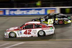 Kyle Larson, Chip Ganassi Racing Chevrolet, Derrike Cope, Premium Motorsports Toyota