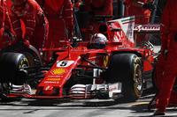 Sebastian Vettel, Ferrari SF70H, pitstop