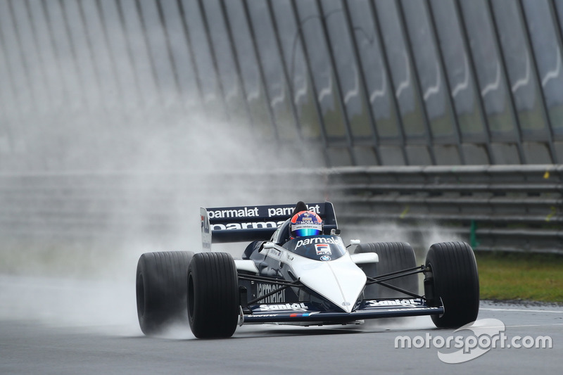 Jan Lammers demonstreert de Brabham-BMW BT52