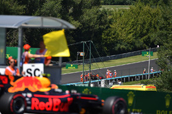Max Verstappen, Red Bull Racing RB13 passes yellow flag with race retiree Daniel Ricciardo, Red Bull Racing RB13 in the background