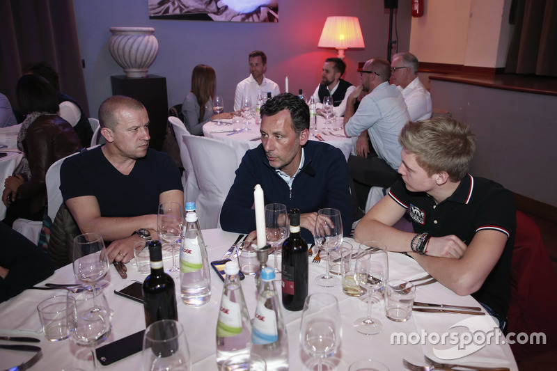 François Ribeiro, Eurosport Motorsport Director with Olivier Panis and Yann Ehrlacher, RC Motorsport, Lada Vesta