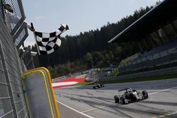 Джоэль Эрикссон, Motopark Dallara F317 - Volkswagen, выигрывает гонку в Шпильберге