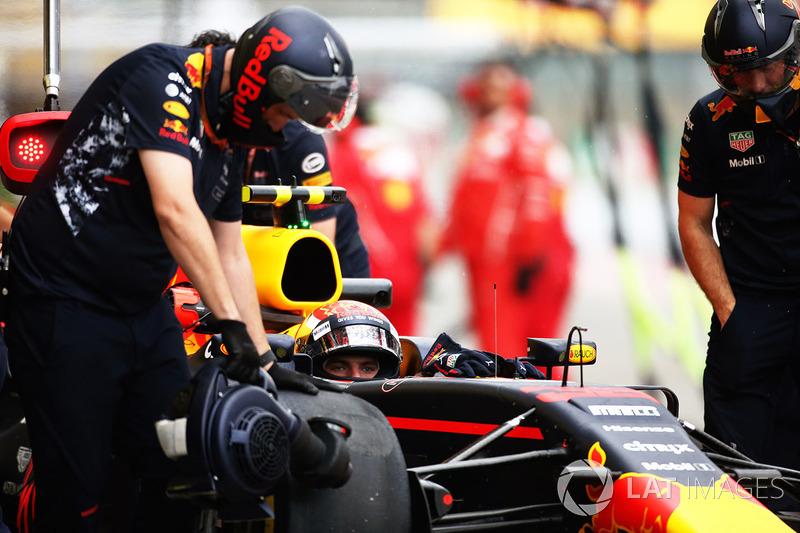 Max Verstappen, Red Bull Racing RB13, in pit lane