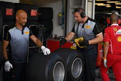 Ingenieros de Pirelli y los neumáticos Pirelli