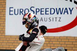 Sieger #99 Precote Herberth Motorsport, Porsche 911 GT3 R: Robert Renauer, Sven Müller