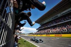 Lewis Hamilton, Mercedes AMG F1 W08 aan de finish
