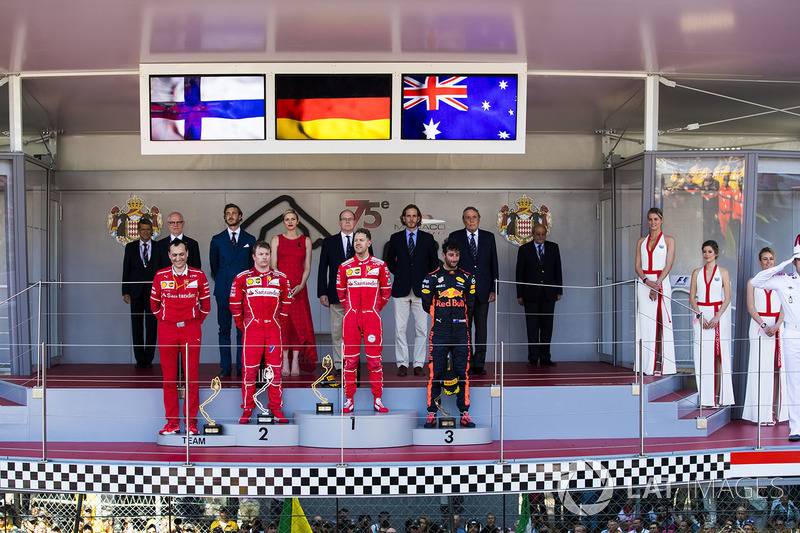 El ganador de Sebastian Vettel, Ferrari, Kimi Raikkonen, Ferrari, Daniel Ricciardo, Red Bull Racing, Riccardo Adami, Ferrari