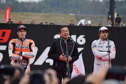 マルク・マルケス、八郷隆弘社長、フェルナンド・アロンソ(Marc Marquez & Takahiro Hachigo & Fernando Alonso )