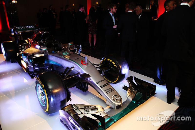 Voiture de course de l'année : Mercedes F1 W07 Hybrid