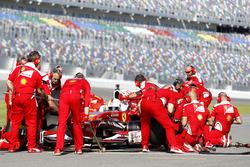 Pit stop, Sebastian Vettel, Ferrari F60