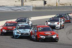 James Nash, Lukoil Craft-Bamboo Racing, SEAT León TCR, Jean-Karl Vernay, Leopard Racing Team WRT, Volkswagen Golf GTi TCR