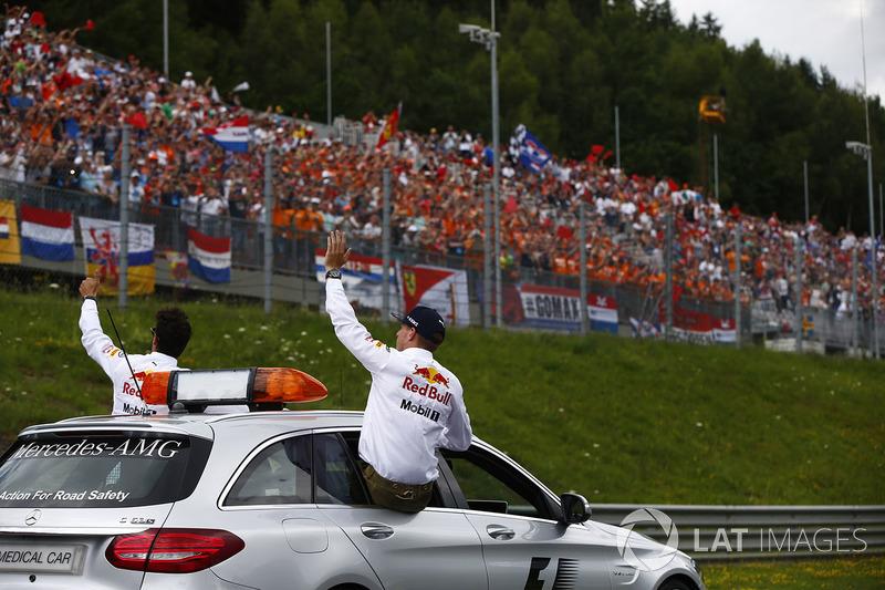 Max Verstappen, Red Bull, Daniel Ricciardo, Red Bull Racing