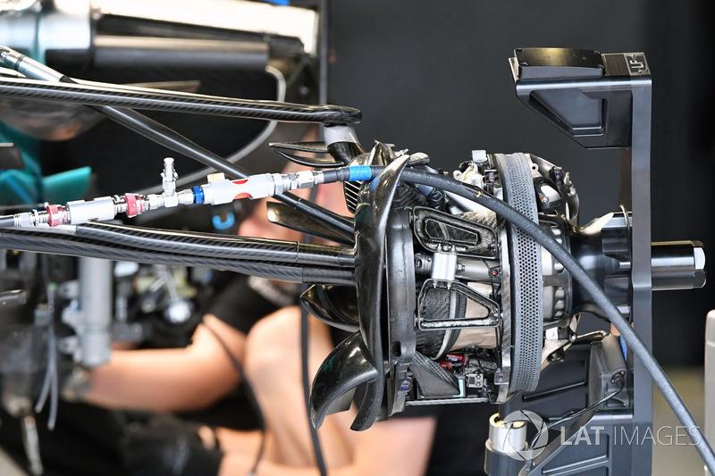 Mercedes-Benz F1 W08 front wheel hub detail